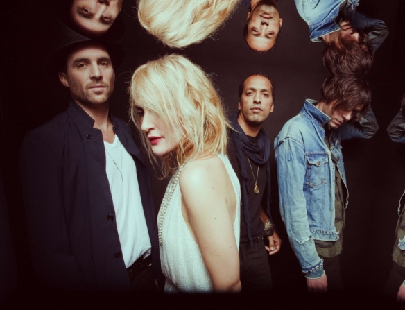 Metric es: Emily Haines, James Shaw, Joshua Winstead y Joules Scott-Key.